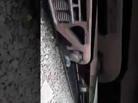 बुर्जुगों ने मौत को दी मात, ऊपर से दौड़ती रही ट्रेन, यें हैं रोंगटे खड़े कर देने वाला वीडियो