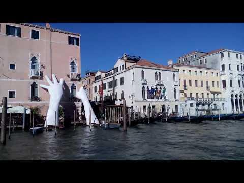 Venedig - Vaporetto-(Wasserbus)-Fahrt - Canal Grande  ...