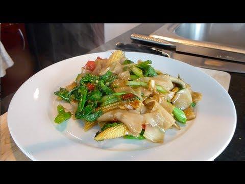 Pad Kee Mao (Drunken Noodles) ผัดขี้เมา – Hot Thai Kitchen!