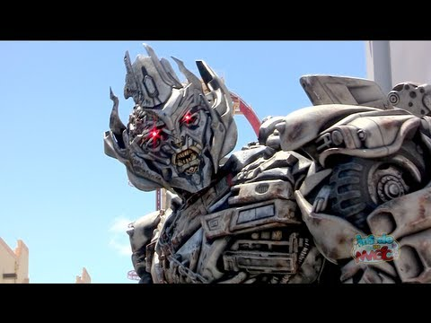 Studios - Visit http://www.InsideTheMagic.net for more from Transformers at Universal Studios! In April 2013, Universal Studios Florida debuted the walk-around Megatro...