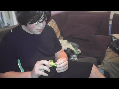 mom buys kid a fidget spinner for $1
