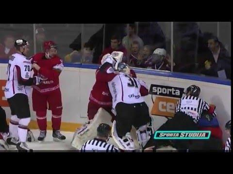 VIDEO:  Duel Lotyšů s Bělorusy okořenila bitka gólmanů