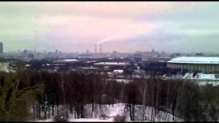 Conversando sobre Moscou na praça da universidade