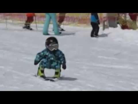 Чудо ребенок 1,5 года и уже на лыжах