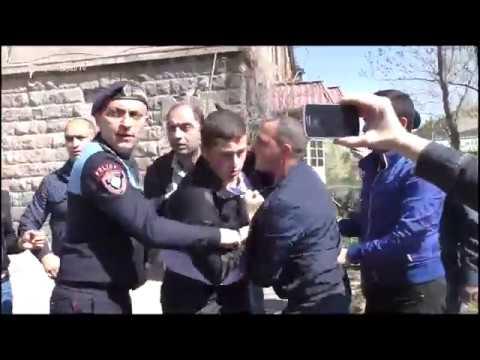 Գյումրիում կրկին բողոքի էին դուրս եկել ուսանողներն ու աշակերտները - DomaVideo.Ru