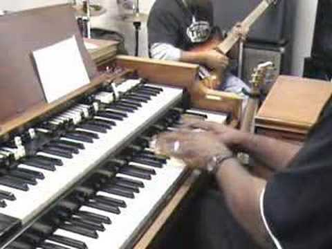 Hammond Organ Crazy Praise! -Make Jesus pat His foot-not us!