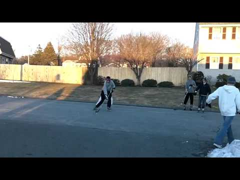 SCORESTREETHOCKEYSHOOTOUT - the best goals of a street hockey shootout.
