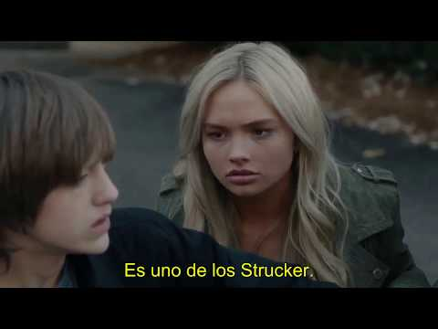 The Gifted Season 1 Episode 12 Lauren Strucker and Andy strucker fight to each other