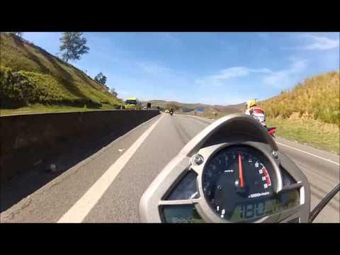 Brincando com uma FERRARI 458 Itália na Dutra!!!
