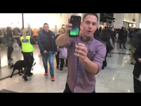 Mous Limitless - Drop Test Face Plants at Apple store (видео)