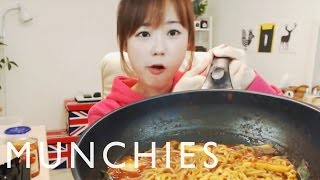 Nonton The Food Porn Superstars of South Korea: Mukbang Film Subtitle Indonesia Streaming Movie Download