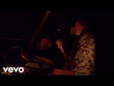 Jungle - Busy Earnin' (Live) - Vevo UK @ Bestival 2015