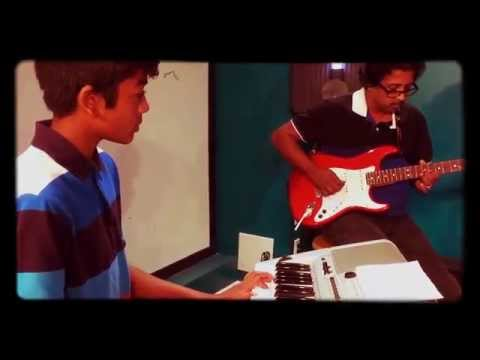 Video Or Aayiram Parvayile - Guitar Cover by Kumaran download in MP3, 3GP, MP4, WEBM, AVI, FLV January 2017