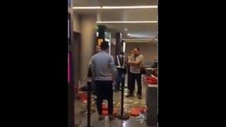 مسافرون يعتدون بالضرب على مضيفة بسبب تأخر رحلة جوية في الصين