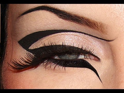 Creative Black Graphic Eyeliner Makeup Tutorial / Dramatic Bold Look Monochrome