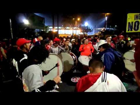 la murga del disturbio rojo america vs cali 2015 - Disturbio Rojo Bogotá - América de Cáli