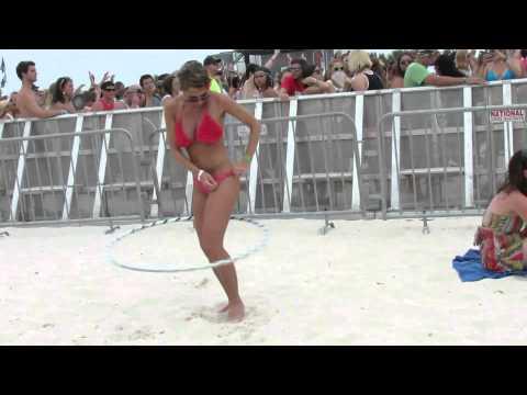 A la mierda el concierto, la chica del hula-hoop me pone más