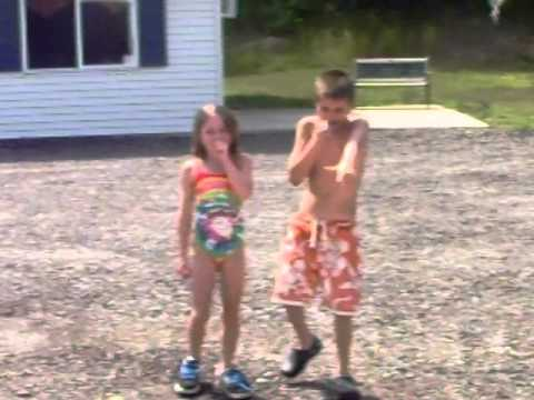All Amarican Rejects - me and sister dancing to the son gives u hell by all amarican rejects.