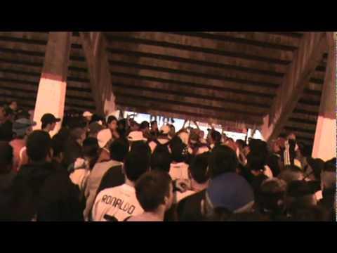 fiesta abajo de la tribuna, los borrachos de moron - Los Borrachos de Morón - Deportivo Morón