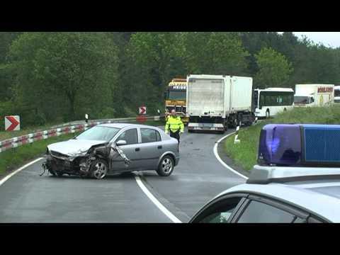 Meineringhausen: Auto rammt Lkw