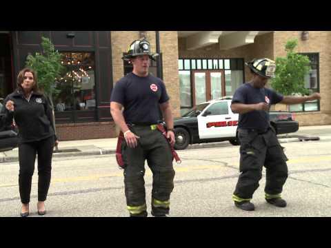 gli uomini del 911 si mettono in fila ma per un motivo inaspettato!