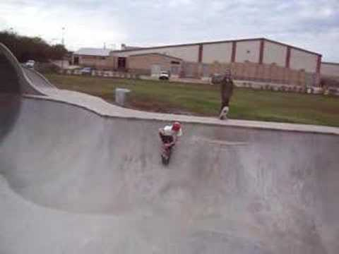 Round Rock Skate park, Grind over the Love Seat