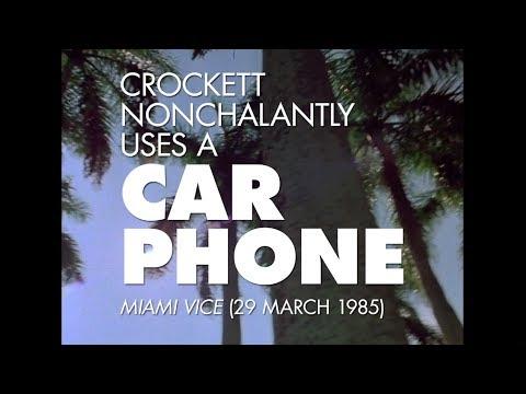 Crockett et son téléphone mobile