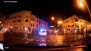 Policja zawraca na ręcznym na środku skrzyżowania – Białystok