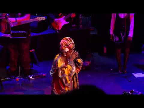 "Ms. Lauryn Hill ""Ex Factor"" Live At The Apollo 5/1/18"