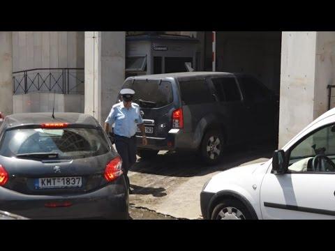 Στη ΓΑΔΑ  οι συλληφθέντες αντιεξουσιαστές Κ. Σακκάς και Μ. Σεϊσίδης