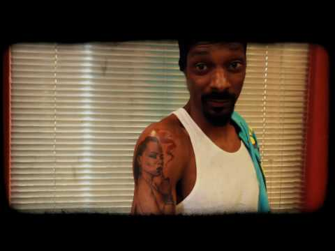 0 Snoop Dogg Gets A Tattoo From Mister Cartoon