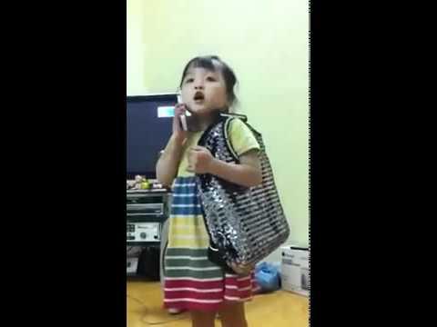 Bé gái 4 tuổi với clip chửi  chồng