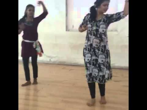 Video Prajakta Mali rehearsing for dance download in MP3, 3GP, MP4, WEBM, AVI, FLV January 2017