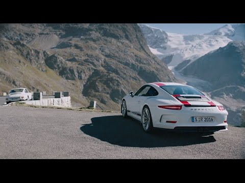 The new 911 R. Old school.