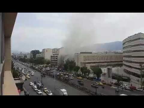 Video - Φωτιά σε πατάρι νυχτερινού κέντρου στη λεωφόρο Συγγρού