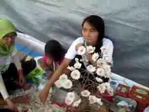 Video Pembuatan Produk Kerajinan Limbah Kulit Bawang Universitas AKI ...