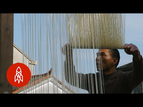 The Amazing Art of Making Traditional Chinese Suo Thread Noodles by