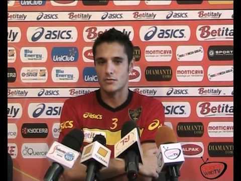 Alberto Giulatto dando declaraciones