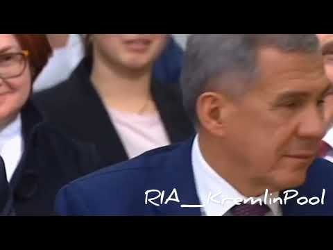 Глава Татарстана Рустам Минниханов прослушал, что ему сказал Путин