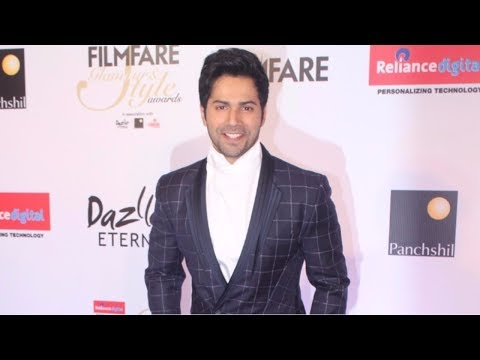 Varun Dhawan Attends Red Carpet Of Filmfare Glamour & Style Awards 2017