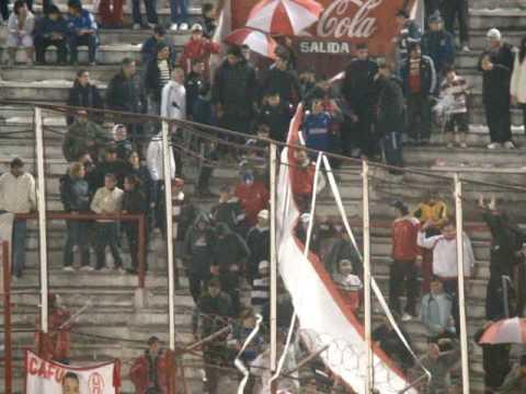 Ingreso de La Banda con el Rojo www.locosporelglobo.com.ar - La Banda de la Quema - Huracán