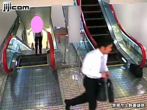 Japanese thief snatches an 80 year old woman's bag (видео)