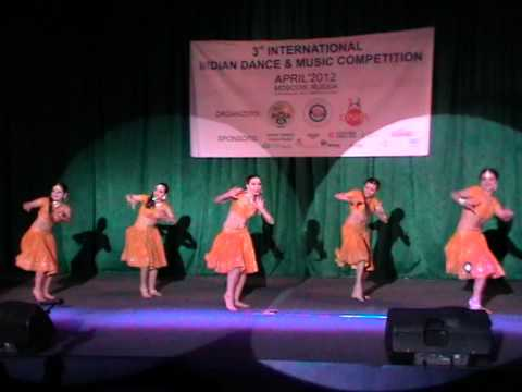 Bollywood dancing by Arjumand group Moscow Russia Chikni Chamali (видео)