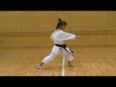 incredibile: bimba di 7 anni diventerà a breve un vero maestro di karate