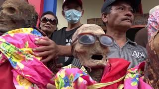 Video Ma'  Nene' di pemakaman rumpun keluarga Ne Kapala Loppo MP3, 3GP, MP4, WEBM, AVI, FLV Oktober 2018