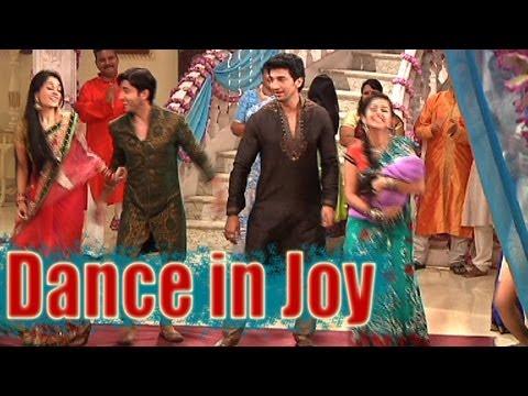 Video Sasural Simar Ka - Simar and Entire Family Dance in Joy download in MP3, 3GP, MP4, WEBM, AVI, FLV January 2017