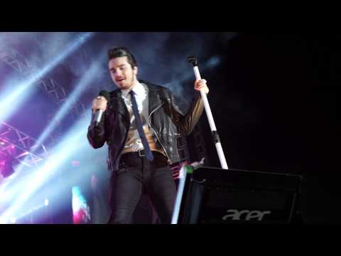 Luan Santana cantando