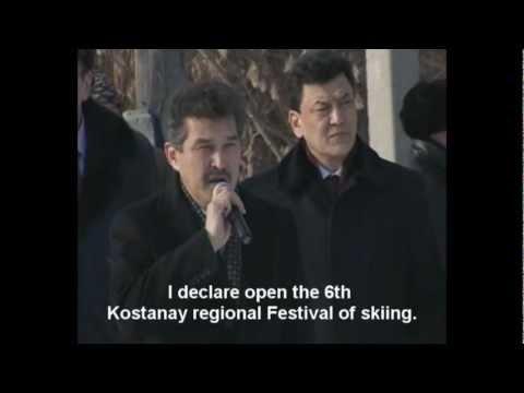 video que muestra como se confunden al poner el himno de kazakhstan
