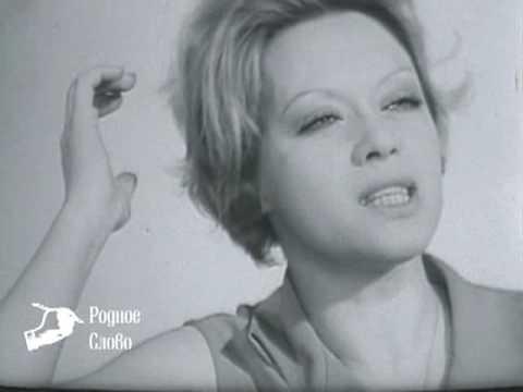 """Алиса Фрейндлих в спектакле """"Варшавская мелодия""""."""