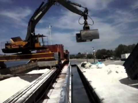 ΑΛΥΚΕΣ - Μεταφορά αλατιού από τις αλυκές Σκάλας Πολυχνίτου την Κυριακή 28 Απριλίου 2013 προς Μεσολόγγι μιας και οι αλυκές μας είναι από τις...